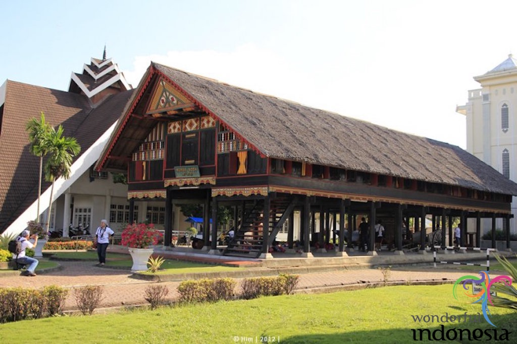 traditional-house-aceh.jpg